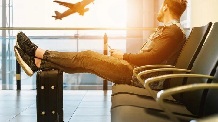 Jak dojechać na lotnisko w Modlinie? [PORADNIK 2020]