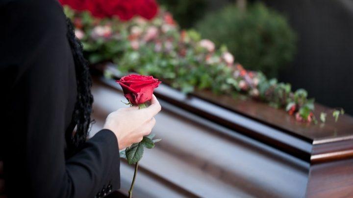 Jak krok po kroku zaplanować pogrzeb?